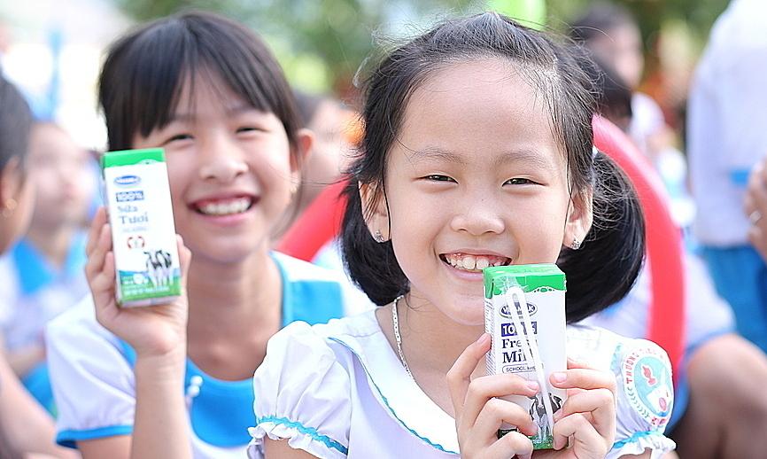 Hơn 34.000 học sinh Quảng Nam uống sữa miễn phí