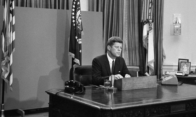 Tổng thống John F. Kenedy tại Nhà Trắng, thủ đô Washington, ngày 11/6/1963. Ảnh: AP.
