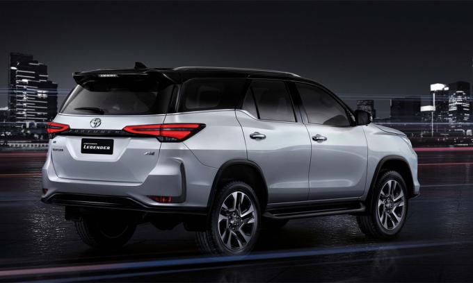Toyota Fortuner 2021 lộ diện - 2