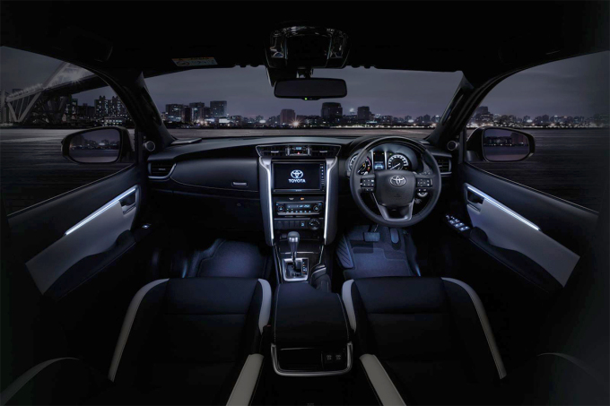 Toyota Fortuner 2021 lộ diện - 4
