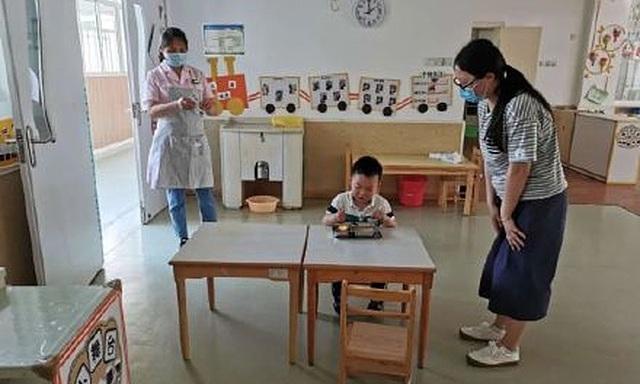 Trường mầm non chỉ có một học sinh đi học