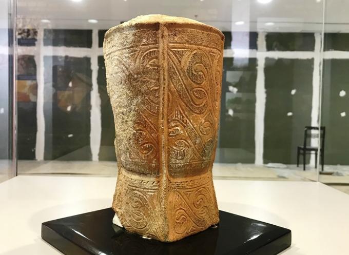 Bình gốm Đầu Rằm đang được trưng bày tại Bảo tàng tỉnh Quảng Ninh. Ảnh: Minh Cương