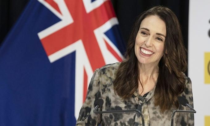 Thủ tướng New Zealand Jacinda Ardern trong cuộc họp báo Covid-19 ở Wellington hôm 20/5. Ảnh: AFP.