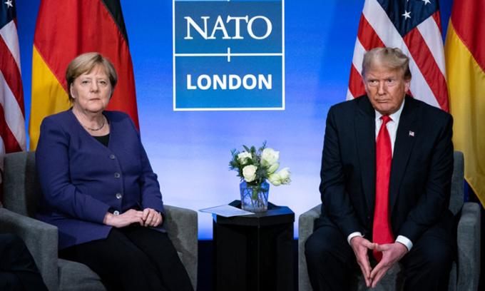 Thủ tướng Angela Merkel (trái) và Tổng thống Donald Trump tại hội nghị thượng đỉnh NATO tại Anh, tháng 12/2019. Ảnh: NYTimes.