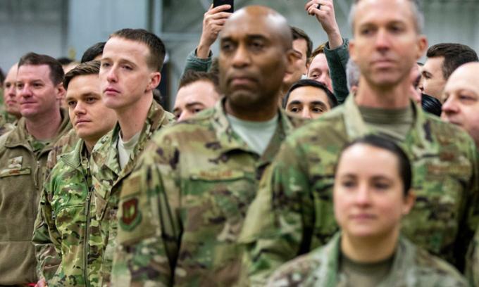 Lính Mỹ tại căn cứ không quanRamstein trong chuyến thăm của Tổng thống Trump năm 2018. Ảnh: NYTimes.