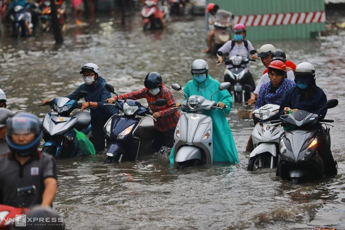 Đường Nguyễn Hữu Cảnh hết ngập vào tháng 4/2021