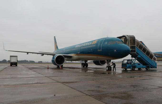 Máy bay được khử trùng để phòng chống Covid-19, tháng 2/2020. Ảnh: Ngọc Thành