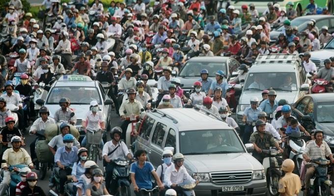 Cơ sở hạ tầng chưa hoàn chỉnh và ý thức tham gia giao thông của người dân chưa cao là những nguyên nhân khiến số lượng tai nạn giao thông luôn ở mức cao.