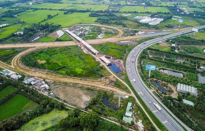 Cao tốc Trung Lương - Mỹ Thuận đạt 50% khối lượng, sẽ thông tuyến cuối năm nay. Ảnh: Quỳnh Trần