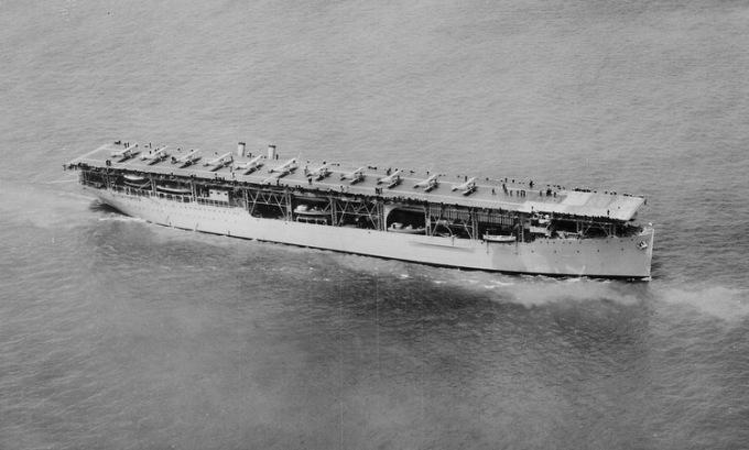 USS Langley di chuyển trên biển năm 1927. Ảnh: US Navy.