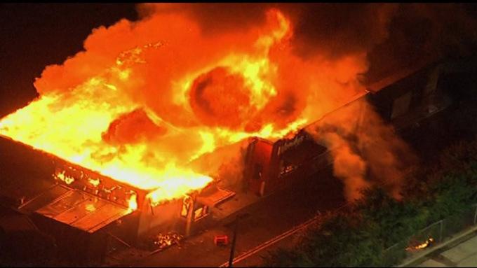 Đám cháy tại nhà hàng Wendys tối 13/6. Ảnh: CNN.