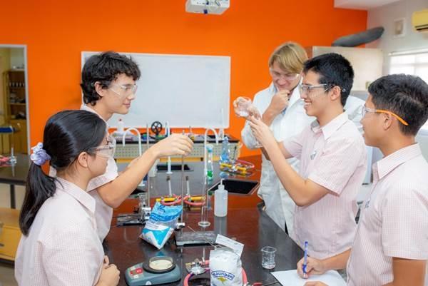 Học sinh Việt giành giải vàng cuộc thi khoa học của Cambridge