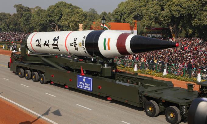 Tên lửa đạn đạo xuyên lục địa Agni V của Ấn Độ tham gia duyệt binh năm 2013. Ảnh: Sputnik.