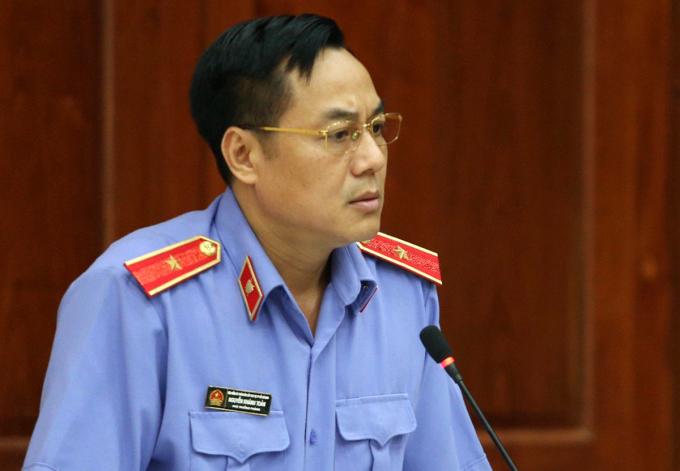 Đại diện VKSND Cấp cao nêu quan điểm, đề nghị tòa hủy án sơ thẩm vụ ông Chiêm Quốc Thái bị chém. Ảnh: Hữu Khoa.