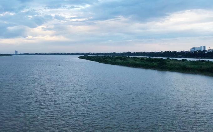 Vị trí quả bom gần bãi nổi sông Hồng. Ảnh: Giang Huy