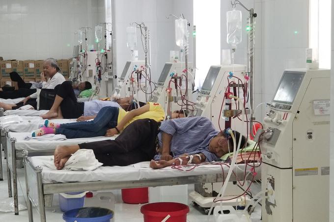 Để kịp thời hỗ trợ bệnh viện khám, điều trị cho các bệnh nhân, Cục Y tế thuộc Bộ Giao thông vận tải đã điều 5 y bác sĩ từ nơi khác về. Ảnh: Giang Chinh