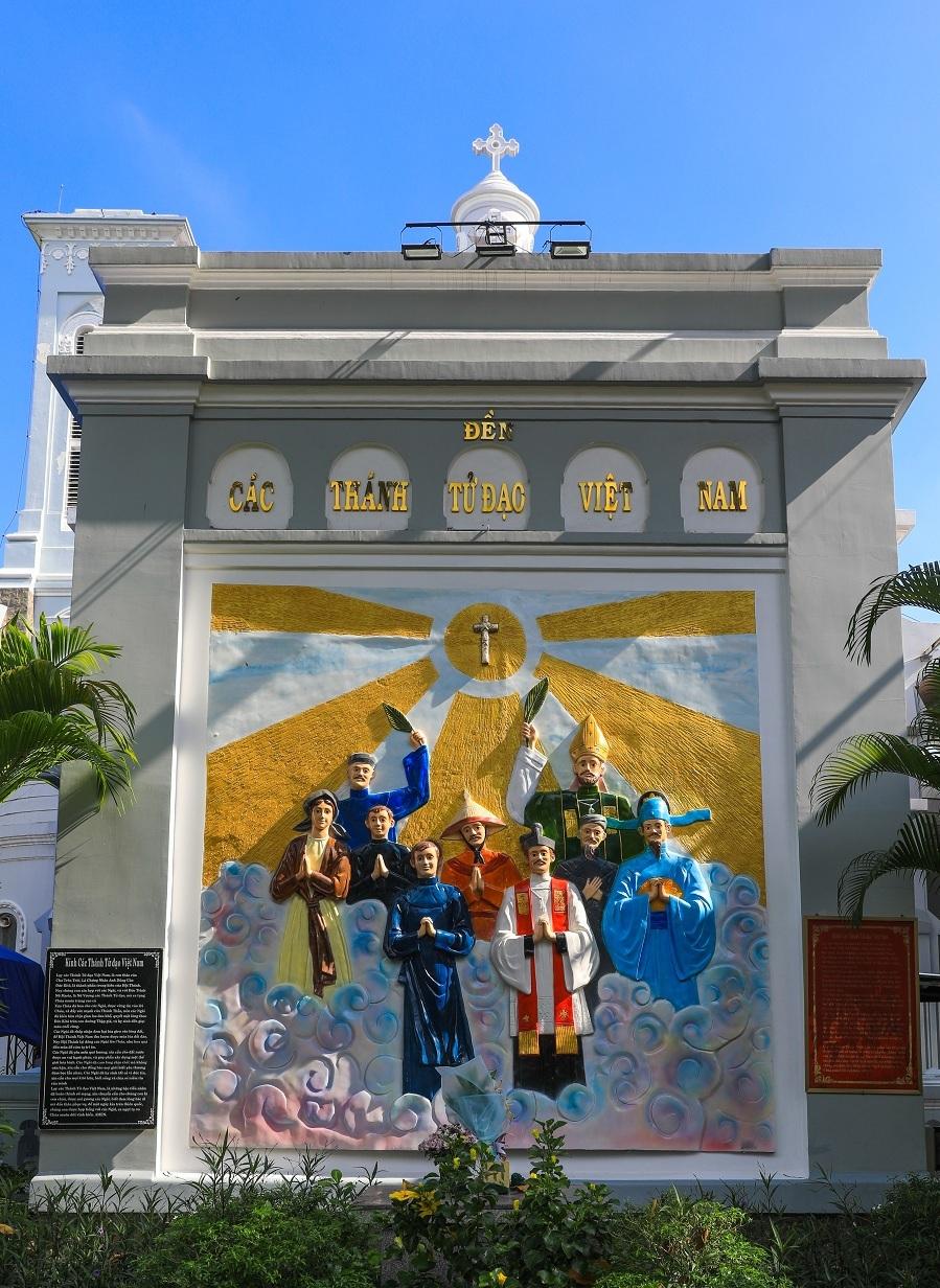 Nhà thờ 99 tuổi của gia đình Nam Phương hoàng hậu - 7