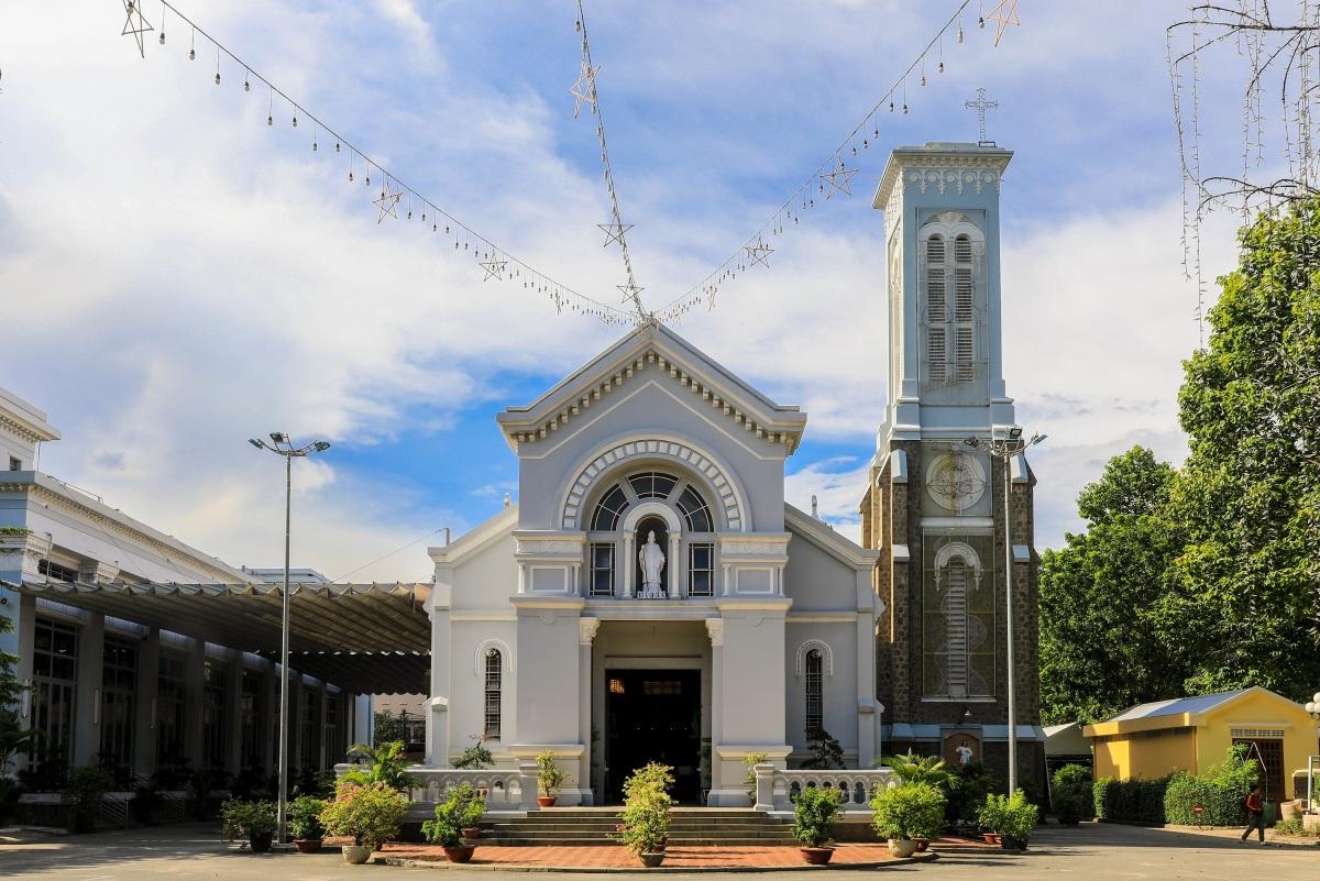 Nhà thờ 99 tuổi của gia đình Nam Phương hoàng hậu - 1