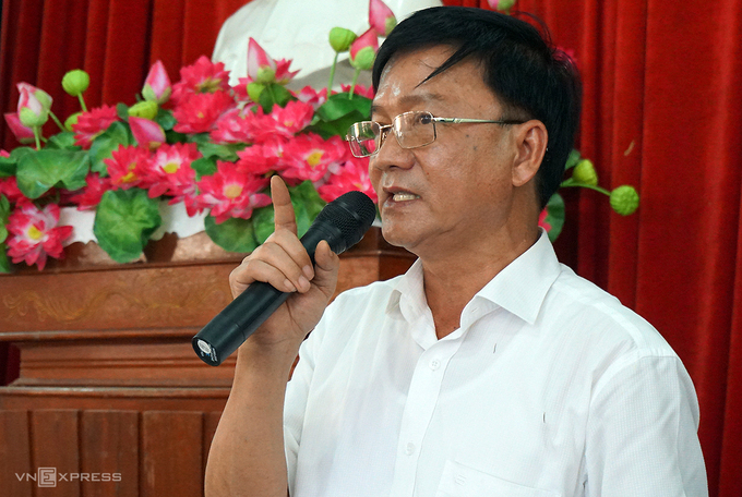Chủ tịch tỉnh Quảng Ngãi Trần Ngọc Căng tại buổi đối thoại với người dân huyện Đức Phổ về vấn đề nhà máy xử lý rác vào tháng 8/2018. Ảnh:Trà Giang.