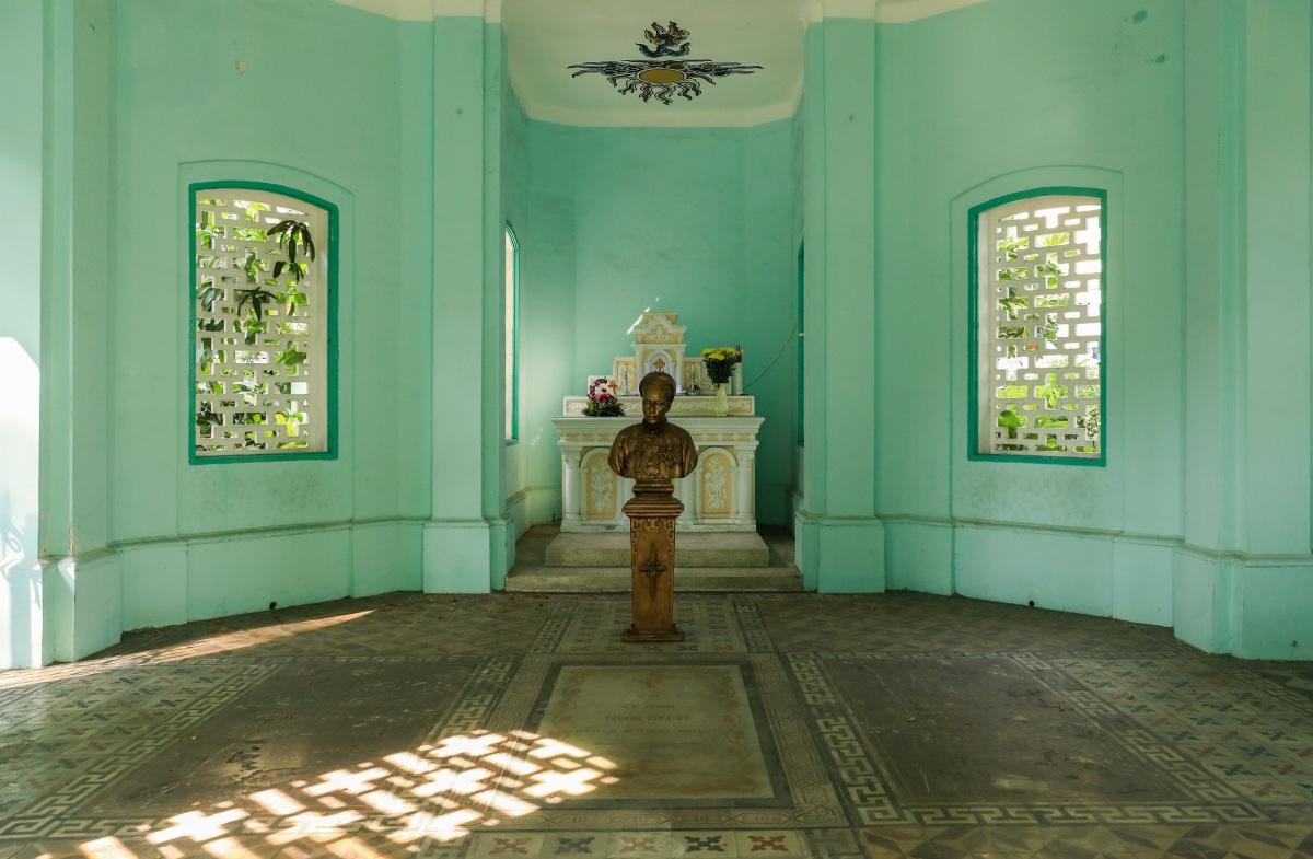 Lăng mộ trăm tuổi của nhà bác học Trương Vĩnh Ký - 7