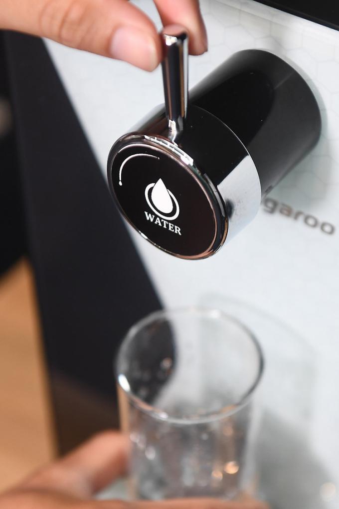Thiết kế vòi trên phiên bản máy lọc nước để bàn.