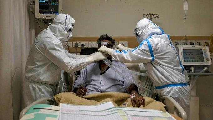 Bệnh nhân nghi mắc Covid-19 tử vong vì người nhà rút máy thở