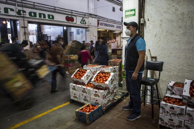 Covid-19 len lỏi khắp chợ lớn nhất Mỹ Latinh