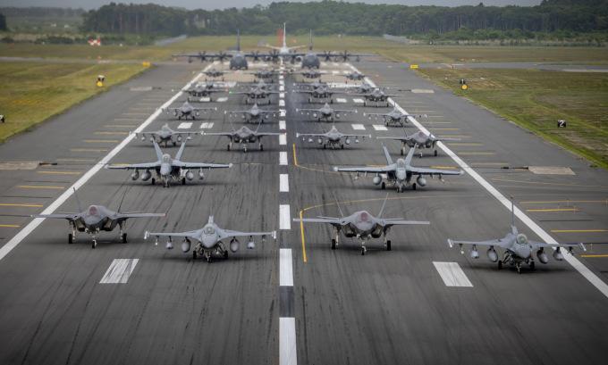Chiến đấu cơ Mỹ, Nhật cùng phô diễn sức mạnh