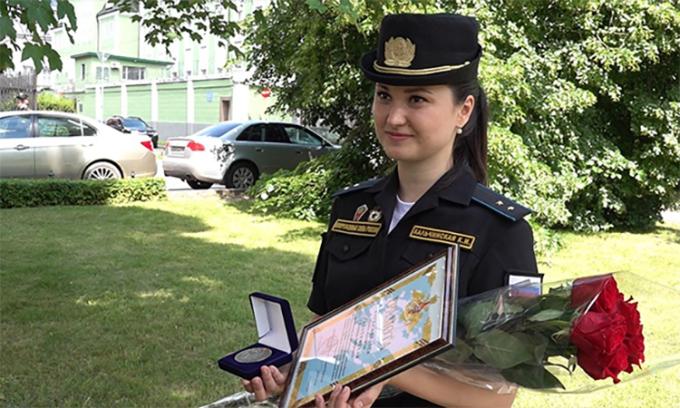 Chuẩn úy Ksenia Kalchinskaya trong cuộc phỏng vấn với kênh Zvezda, ngày 25/6. Ảnh: Zvezda.