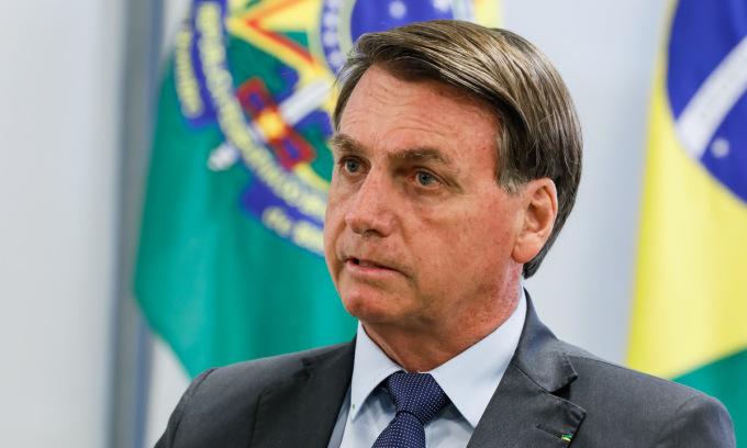 Tổng thống Brazil nói có thể đã nhiễm nCoV