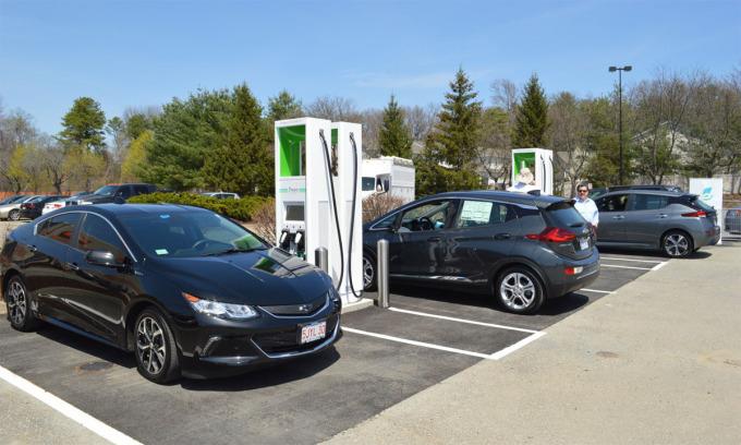Một trạm sạc của Electrify America dành cho ôtô điện. Ảnh: Green Car Reports