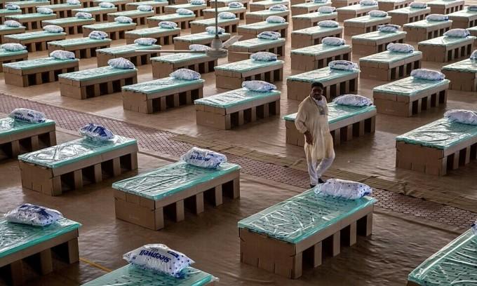 Ấn Độ dùng giường bệnh bằng bìa carton