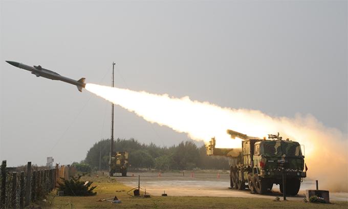 Ấn Độ đưa tên lửa phòng không tới gần Trung Quốc