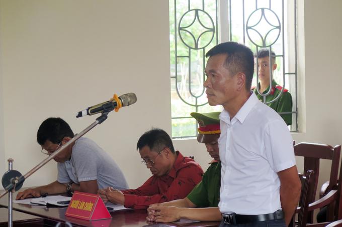 Phó giám đốc bị xử 12 tháng tù