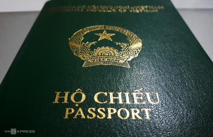 Hộ chiếu phổ thông hiện nay công dân đang sử dụng. Ảnh: Phương Sơn