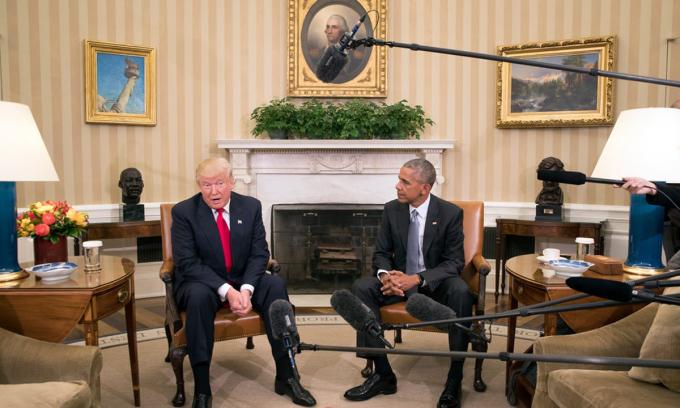 Tổng thống Donald Trump (trái) và cựu tổng thống Obama gặp mặt tại Nhà Trắng sau khi Trump đắc cử, tháng 11/2016. Ảnh: NYTimes.