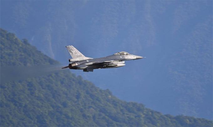 Tiêm kích Đài Loan diễn tập ném bom