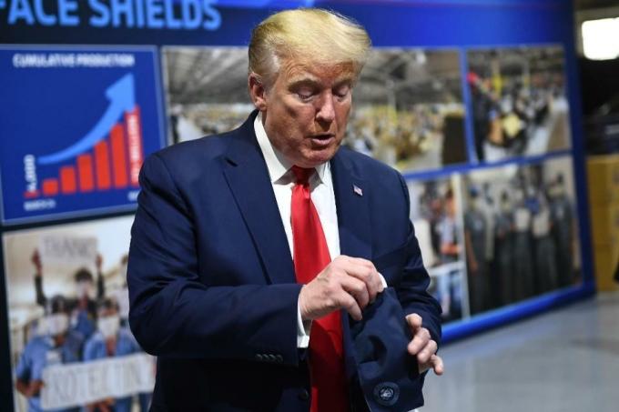 Trump giải thích lý do không đeo khẩu trang