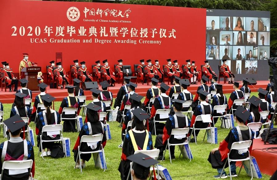 Đại học livestream lễ tốt nghiệp cho sinh viên ở xa