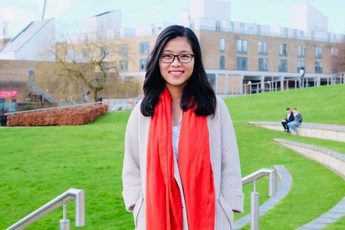 Chị Hoàng Ngọc Quỳnh tại Đại học Lancaster (Anh). Ảnh: Nhân vật cung cấp.