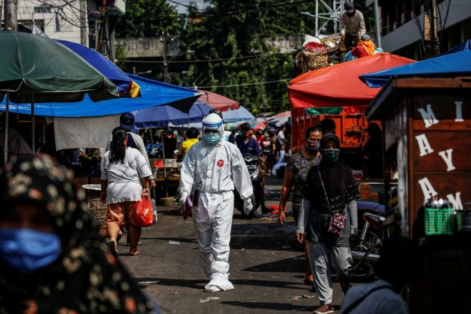 Cuộc chiến không cân sức của Indonesia với Covid-19