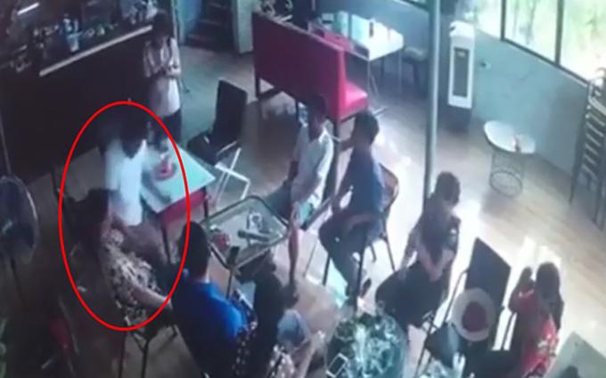 Đâm chết người ở quán cà phê
