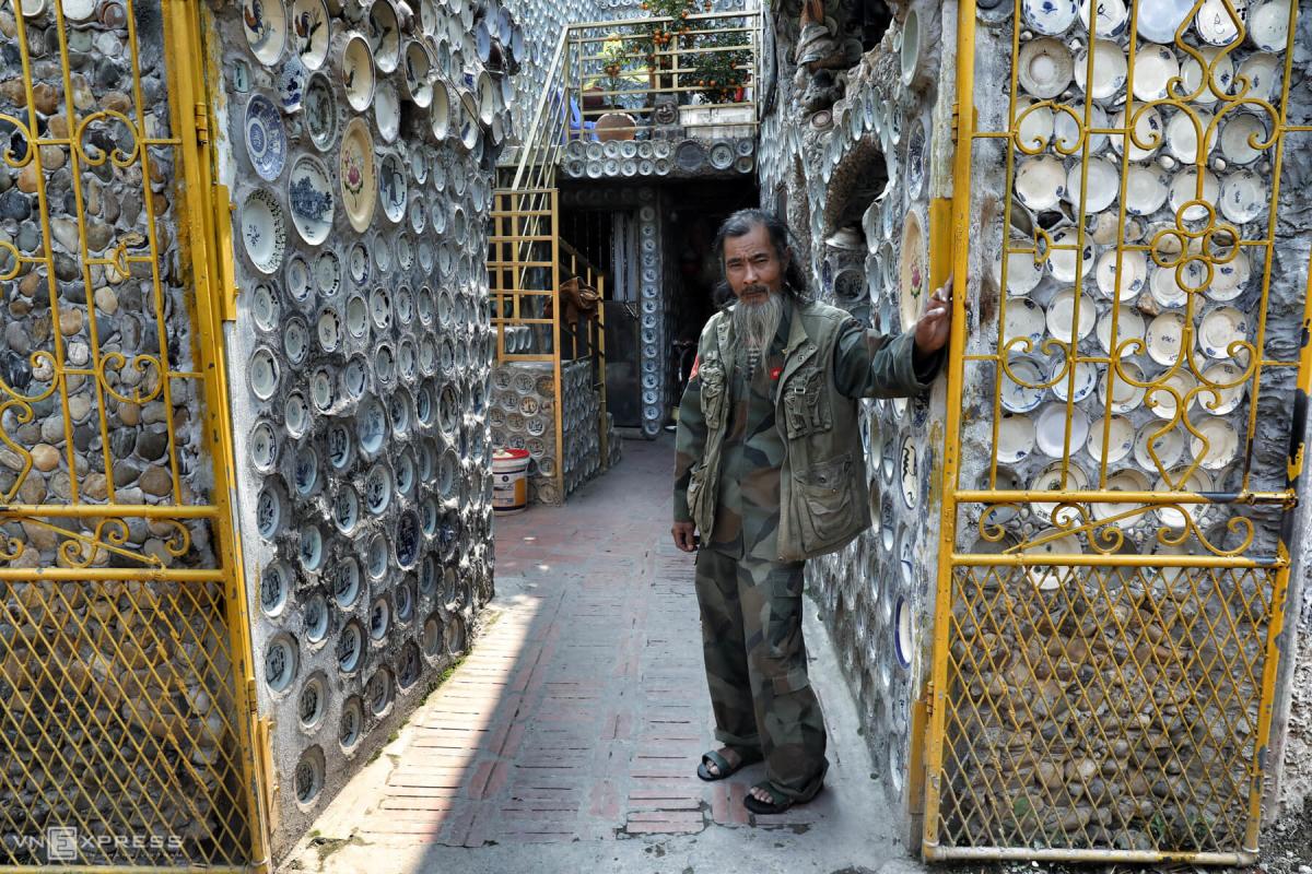 Nhà sưu tập gắn hơn 10.000 bát đĩa khắp nhà