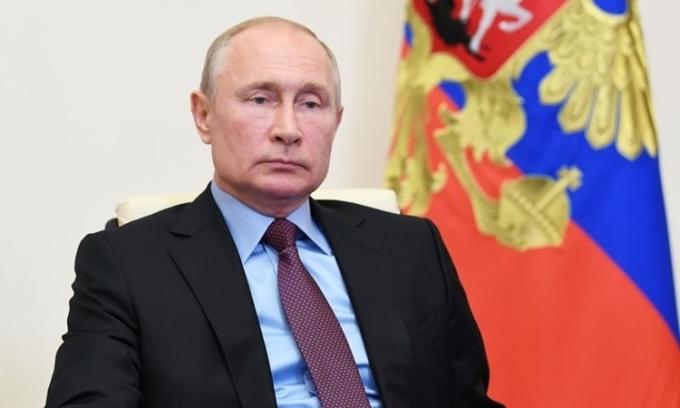 Putin trong một cuộc họp trực tuyến từ Novo-Ogaryov hồi tháng 6. Ảnh: Reuters.