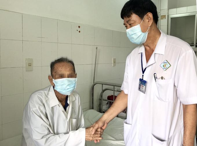 Cụ ông 101 tuổi cắt u tuyến tiền liệt