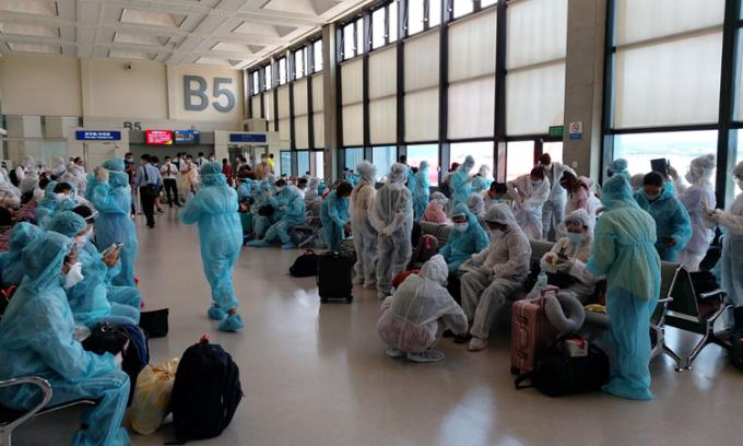 Hơn 240 người Việt từ Đài Loan về nước