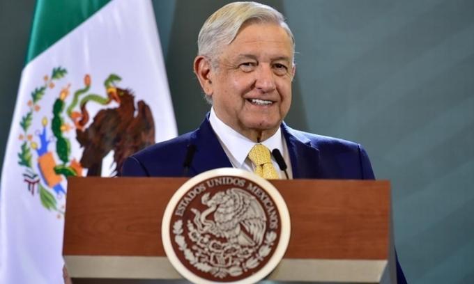 Chuyến bay thương mại đưa Tổng thống Mexico tới gặp Trump