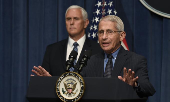Tiến sĩ Anthony Fauci họp báo về Covid-19 tại Bộ Y tế và Dịch vụ Nhân sinh Mỹ, ở Washington, hôm 26/6. Ảnh: AP.