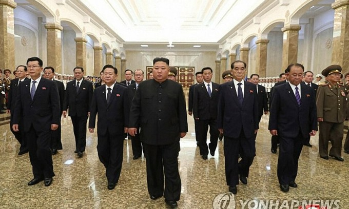 Kim Jong-un viếng ông nội