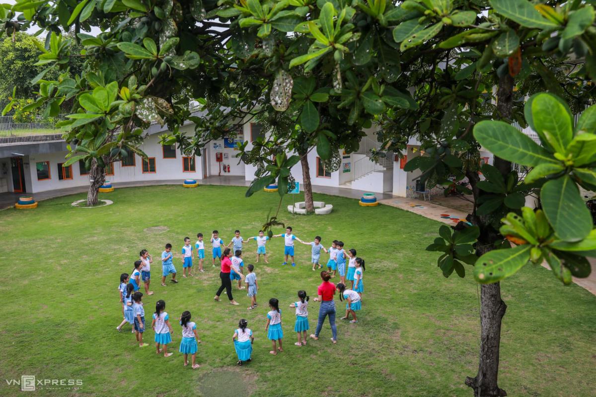 Trường mầm non rợp bóng cây dành cho con công nhân